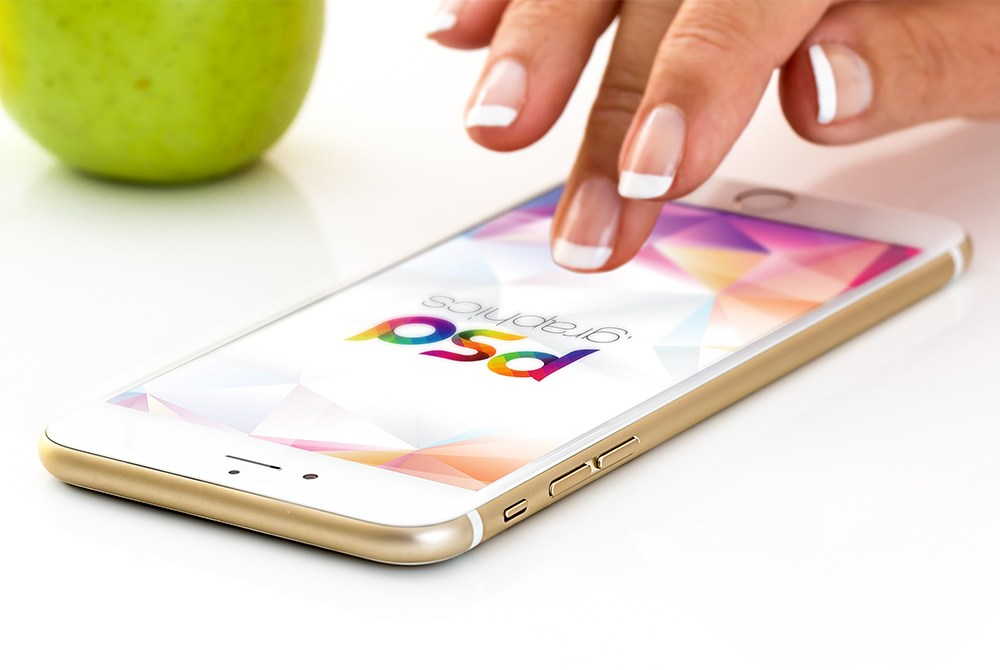 Gold iPhone 7 Plus Mockup Free PSD